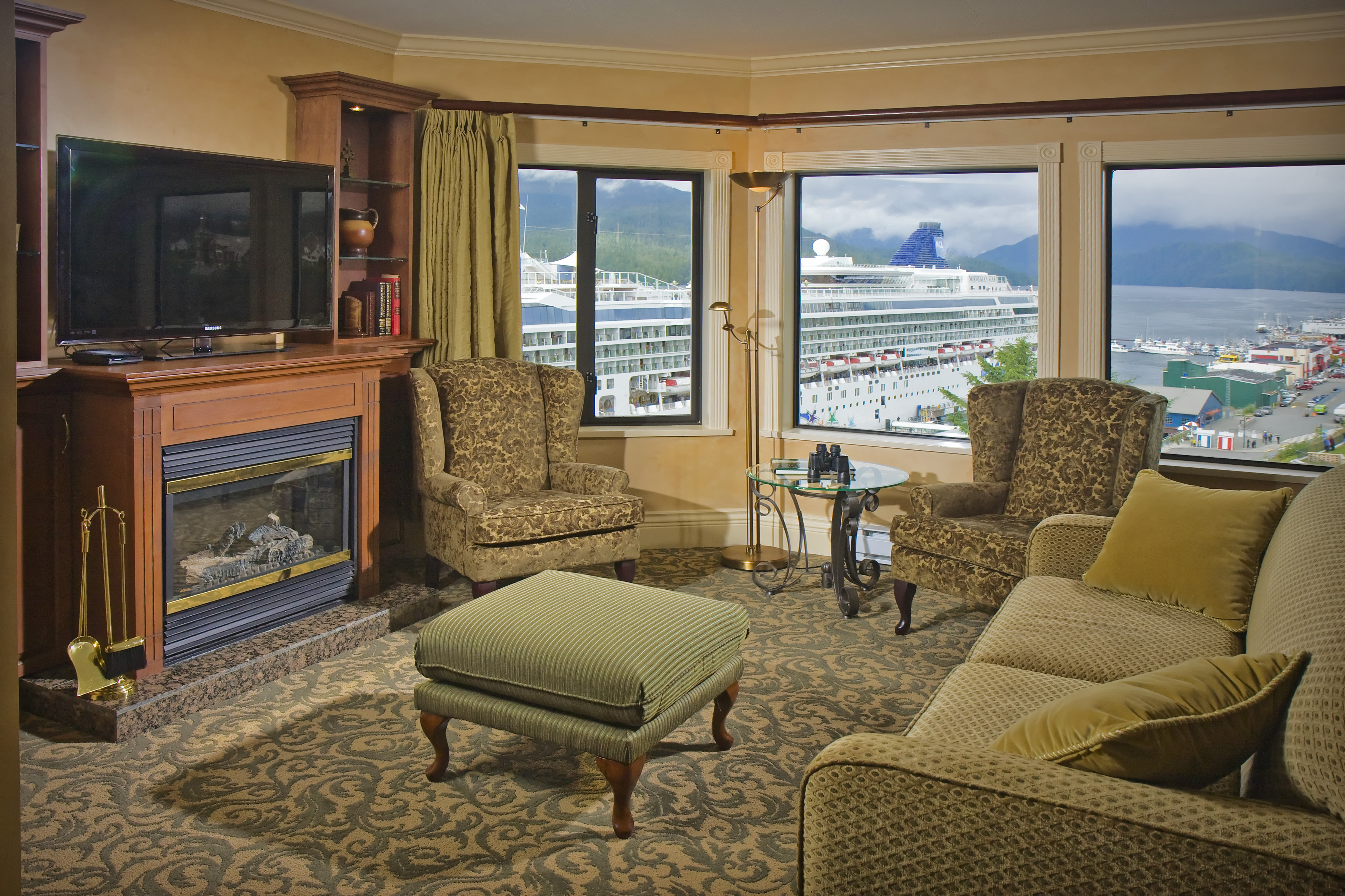 crest-hotel-fireside-cruise-view